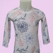 Pour la journée mondiale des océans, nous vous présentons ce t-shirt de bain anti UV fille. Il est garantit UPF50+ et OEKO-TEX. Il a  été fabriqué en France avec du nylon régéneré à  partir de nos déchets marins et décharges .  #ecoresponsable #antiuv #douxsoleil #sunprotection #madeinfrance #fabricationfrancaise #econyl #rashguard #forkids #oekotex #maillotdebain #kidsswimwear