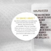 Nos maillots en polyester recyclé ont l'avantage d'être facilement recyclable. Les tissus en polyester pourront être recyclés de nombreuses fois sans perdre en qualité ! De plus, le polyester recyclé produit par voie chimique ne comporte pas de métaux lourds, contrairement à son homologue fait avec du pétrole fraîchement extrait. Le recyclage du polyester réduirait jusqu'à 80%  l'utilisation d'énergie et environ 70% des émissions de gaz carbonique en comparaison avec une fibre «neuve».  #kidswimwear #uvprotection #madeinfrance #fabricationfrancaise #modecirculaire #ecofriendlyfashion #modeethique #ecoresponsable #forkids  #rashguard