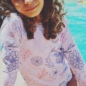 Cet ensemble anti UV n'est  pas seulement joli, il est aussi de très  bonne qualité. Ses  manches longues gardent les bras bien protégés du soleil. Sont tissu  est garantit UPF50+ et ecoresponsable.   #kidswimwear #uvprotection #antiuv #rashguard # forkids #ecofriendly #madeinfrance #camisauv
